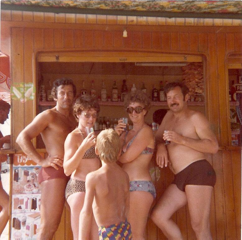 Anno 1978. Turisti tedeschi al banco.